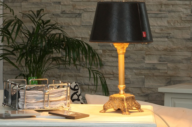 מנורה עומדת לסלון