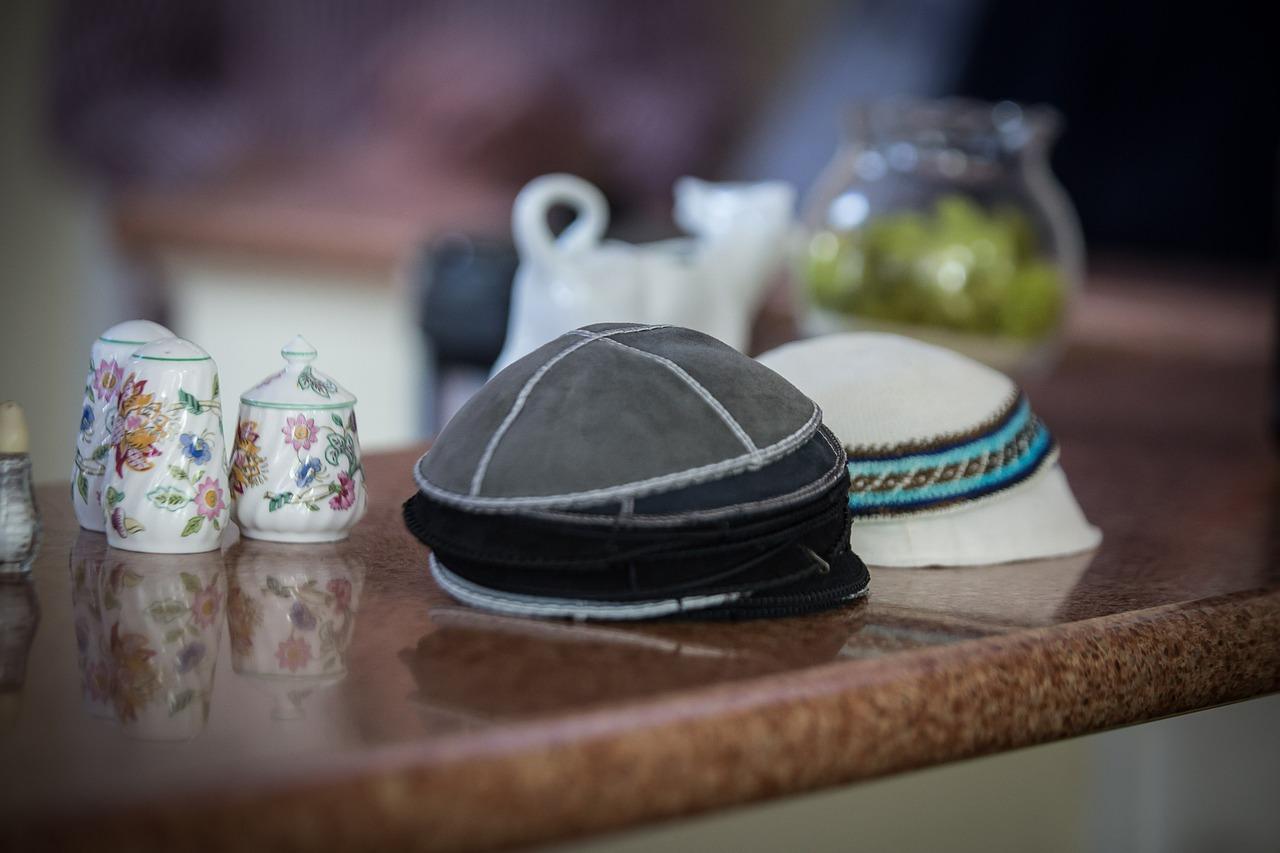 מהו לוח הנצחה לבית הכנסת