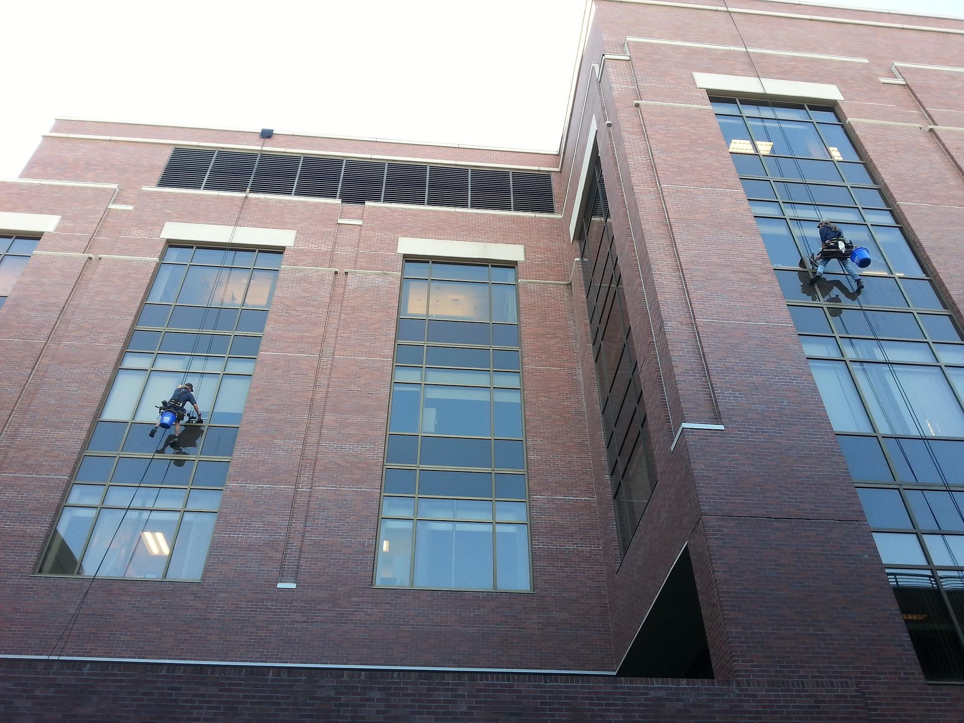 ניקוי חלונות בשיטת אוסמוזה הפוכה – מה זה אומר?